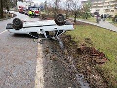 Nehoda řidiče opelu u bělohradských lázní.