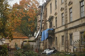 Opravu zámku zastaví až mráz