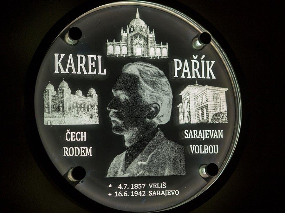 Pamětní deska Karlu Paříkovi.