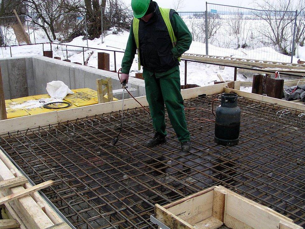 Budování kanalizace v Dětenicích.