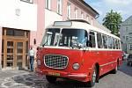 Jízda historického autobusu v Jičíně.