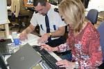 On-line rozhovor se zástupci policie Hanou Klečalovou a Petrem Dejmkem.