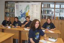 Studenti jičínské Masarykovy obchodní akademie při soutěži Juvenes Translatores.