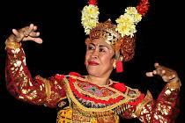 Slavná balijská tanečnice I Gusti Agung Ayu Oka Partini.