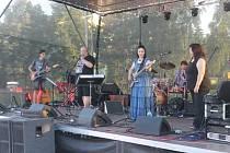 V sobotu odpoledne zahrály u DDM v Nové Pace kapely na podporu jižní Moravy.
