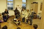 Děti ze školy v Jičíněvsi přivítaly advent společně s rodiči a dalšími příchozími.