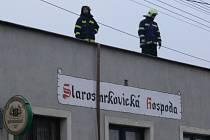 Starosmrkovická hospoda byla v prosinci roku 2007 postižena požárem.