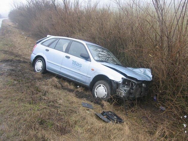 Z dopravní nehody u Újezdu pod Troskami.