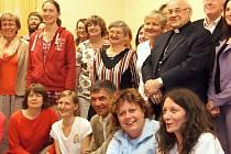 Z návštěvy kardinála Miloslava Vlka v hořickém hospicu.