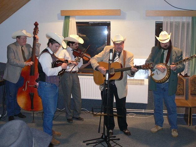 Bluegrassová skupina GB Cwrkot.