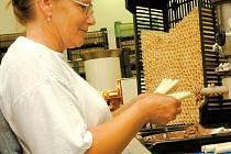 Výrobna Hořických trubiček manželů Kubištových, kteří začínali v roce 1989 výrobou v domácích podmínkách.