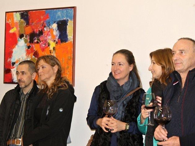 Z vernisáže výstavy obrazů Petera Lebedinetse a Ally Alekseevy.