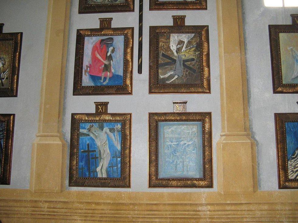Pro kostel na Bradech vytvořil Michail Ščigol Křížovou cestu.