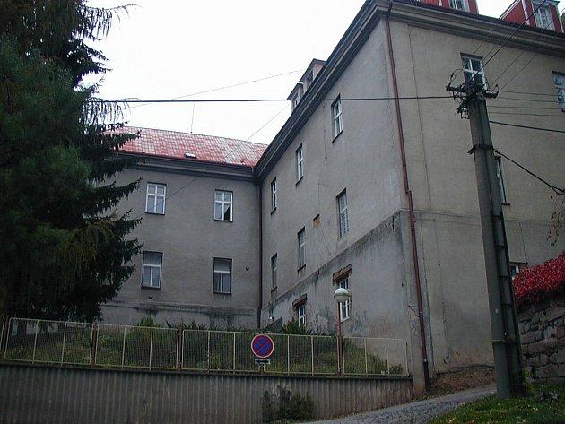 Budova bývalé novopacké městské nemocnice.