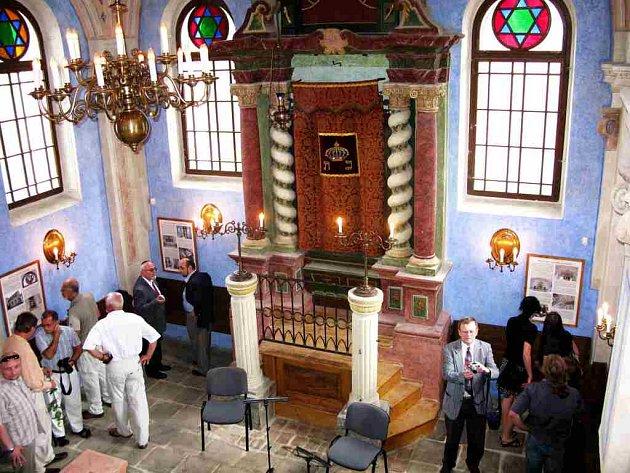 Interiér synagogy , která se stala perlou mezi památkami Jičína.