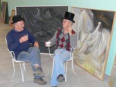 Jičínský výtvarník Josef Bucek (vlevo) a železnický malíř Michail Ščigol.