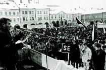 Jičínské tehdejší Gottwaldovo náměstí 27. listopadu 1989.
