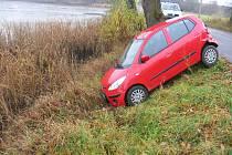 U Ledkova došlo ke srážce osobního automobilu s drezinou.