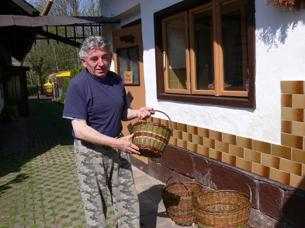 Mistr Gustav Nosek, košíkář.