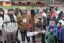 Z peckovských závodů na historických lyžích.