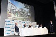 Zástupci společnosti Senecura představují konkrétní plánovanou podobu centra pro seniory v Jičíně.