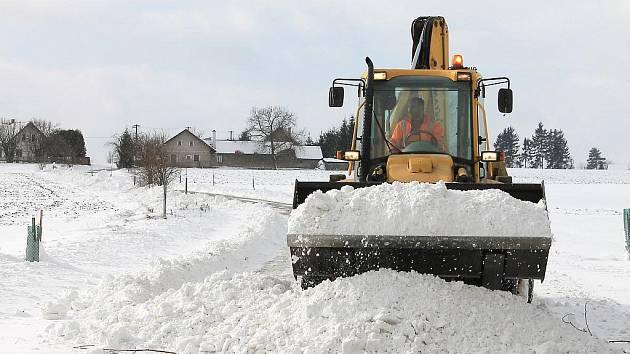 Zasněžená silnice u Vitiněvsi.