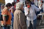 Rozhlasová moderátorka zavítala s mikrofonem i mezi obecenstvo.