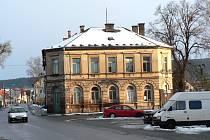 STAROU BUDOVU by měla nahradit moderní radnice..