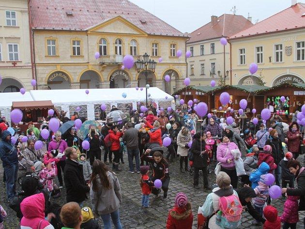Vypouštění balónků Ježíškovi v Jičíně.