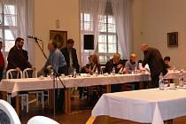 Mimořádné zasedání jičínských zastupitelů 1. prosince 2008.