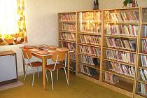 Knihovna v Tetíně.