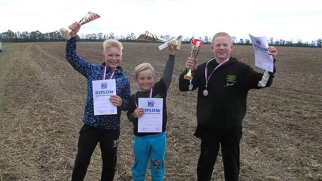 Zleva Patrik Švorc - 1. místo v kategorii F1B, Jan Zajíc - 1. místo v kategorii F1A  a Jan Lambert - 3. místo v kategorii F1A.