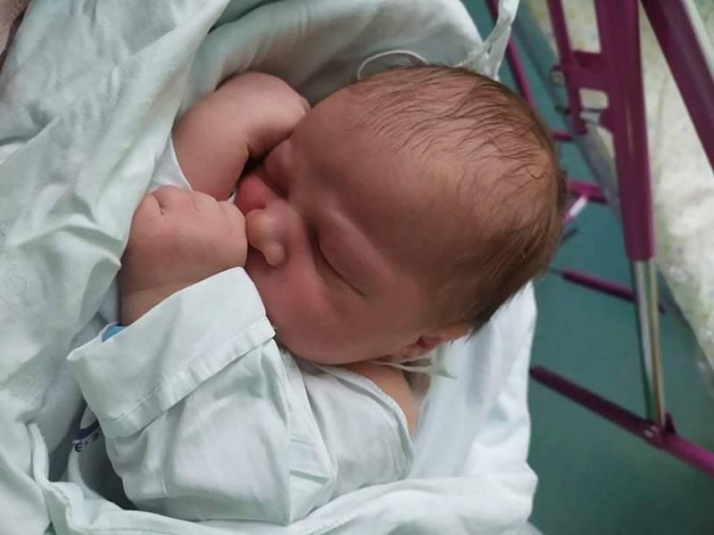 DAVÍDEK VANĚČEK poprvé vykoukl na svět 20. září v 16:01 hodin. Po narozené vážil 3640 g, a měřil 51 cm. Svým příchodem na svět nejvíce potěšil své rodiče Andreu Pospíšilovou a Jana Vaněčka.