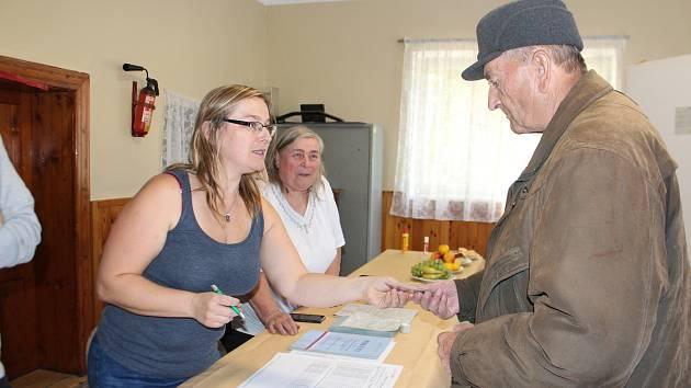 Kostelec u Jičína má 38 obyvatel, z toho 30 voličů. Komunální volby probíhají v budově bývalého hostince.
