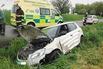 Nehoda řidičky u Bašnic.