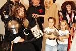 V říjnu 2011 navštívil zpěvák s rodinou hrad a zámek Staré Hrady u Libáně. Slavnostně pokřtil knihu Starohradské pohádky čaroděje Archibalda I.