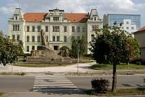 Budova Obchodní akademie Hořice.