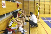 Trenér Václav Vávra nabádal svěřenkyně k důslednosti při herních činnostech, v některých momentech to bylo špatné.