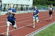 Kristýna Šulcová ze ZŠ Nová Paka Husitská vyhrála jeden běh na 800 metrů.