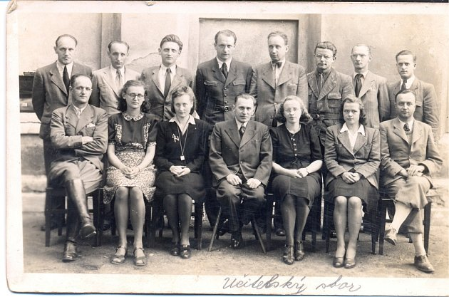 Učitelský sbor vZŠ Habry roku 1942.