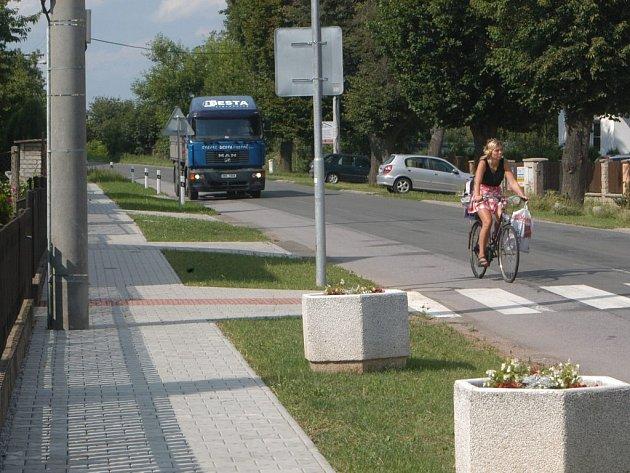 Chodník pro bezpečnější cestu dospělých i školáků v Dolní Nové Vsi.