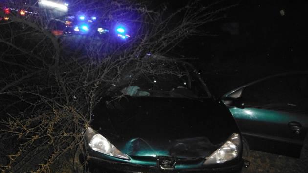 Havárie osobního automobilu ve Starém Místě.