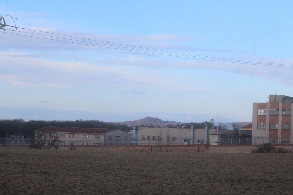 Za valdickou věznicí začaly zemní práce na stavbě obchvatu Jičína v délce 3,5 kilometru.