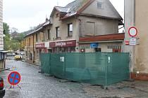 Oprava veřejných záchodků v Nové Pace.