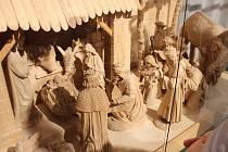 Nová Paka -Do šestého ledna jsou k Suchardově domě vystaveny betlémy našich řezbářů. Uvidíte zde betlémy ze dřeva. ale i z filce a hlíny.