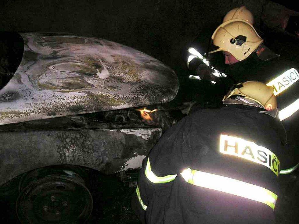 Bylo nutné vozidlo po požáru řádně zajistit.