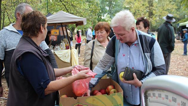 Slavnosti jablek a cibule se staly příjemným podzimním svátkem s hudbou a pestrou nabídkou dobrot