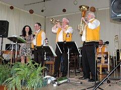 Léčení hudbou v Běcharech s kapelou Josefa Vance ze Záhornice.