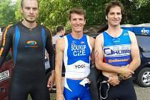 Petr Soukup si připsal další úspěch. Na snímku kompletní trio jičínských závodníků, kteří startovali na závodě v Hostěnicích. Vpravo stojí Jan Medlík, uprostřed Petr Soukup a vlevo Michal Navrátil.
