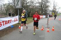 BOJ O LIMIT. Rudolf Cogan (vpravo) uspěl a dostal se pod 7:30 hodin.